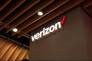 FCC ruling gives Verizon approval to lock new phones for 60 days