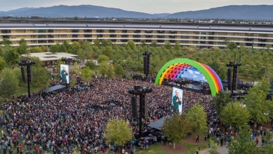 Photos: Apple holds Apple Park opening ceremony and tribute to Steve Jobs