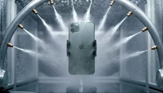 Apple Could Be Working On An iPhone That Is Completely Waterproof And Usable Underwater