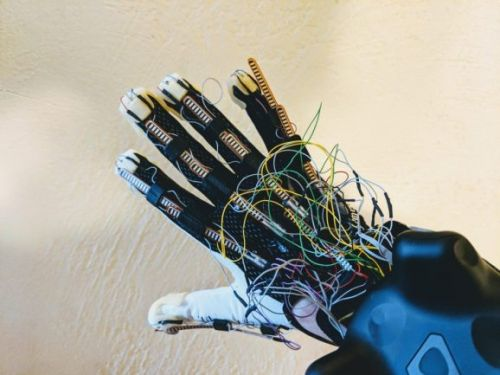 Maestro glove hands-on: Facebook, HTC should take note of Contact CI's haptics