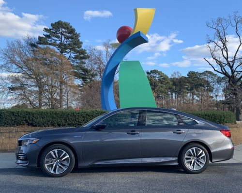 Review: 2018 Accord Hybrid Offers Honda's Quality Display Audio Infotainment System With Sensible CarPlay Integration