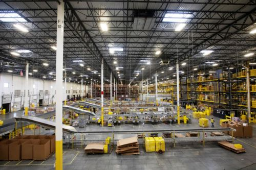 "Amazon ""automated machine"" punctures bear spray can, 24 employees hospitalized"