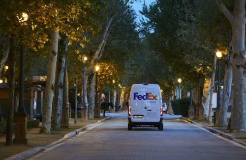 FedEx plans to go all-electric by 2040