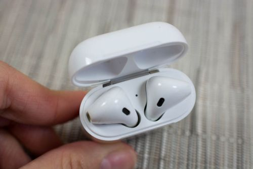 Report: AirPods with wireless charging expected in early 2019