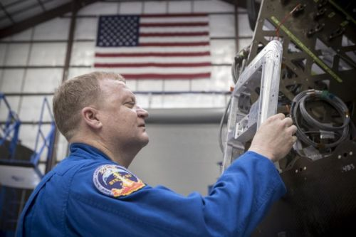 Boeing, SpaceX have razor-thin margins to fly crew missions in 2018