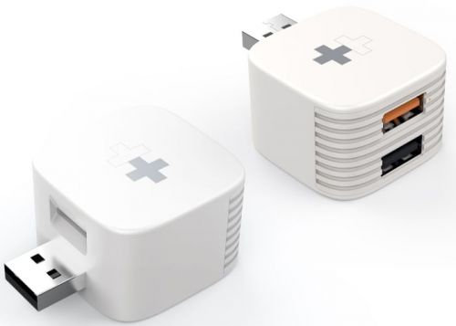 HyperCube backs up your photos as you charge