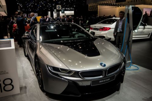 A little more power and a lot more battery for the BMW i8's mid-life refresh