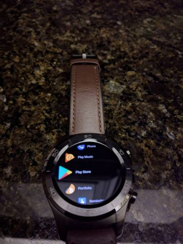 Android Wear 2.8 is arriving on some devices with a new black theme