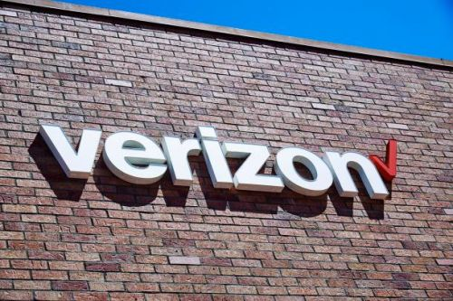 Verizon will give you up to $1,000 to trade in a broken phone - and it's not a joke