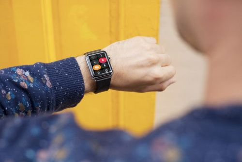 How to turn on Theater Mode on Apple Watch