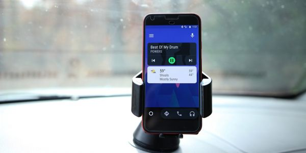 'Minimize app' button being tested in Android Auto allows for quick app switching