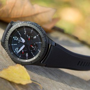 Samsung Gear S3 costs $150 at Best Buy in refurbished condition with warranty