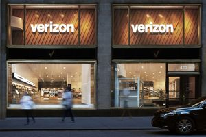 Figures from Verizon and AT&T show why the U.S. smartphone market is struggling