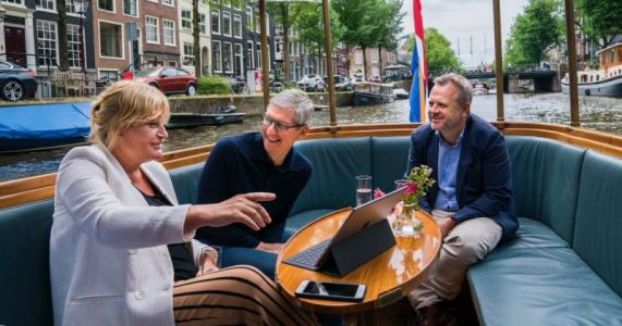 Apple CEO Tim Cook Meets iPhone Photographer in Amsterdam