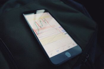 Apple's mobility data helps oil traders spill red ink