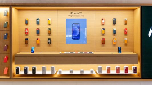 Apple Stores highlight iPhone 12 MagSafe accessories with interactive displays