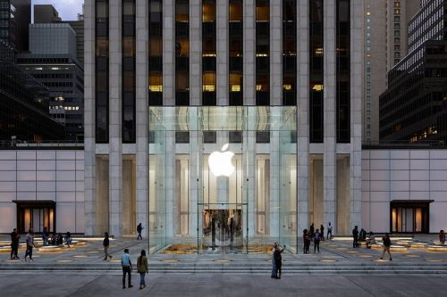 Apple announces it will reopen 100 stores in the United States this week