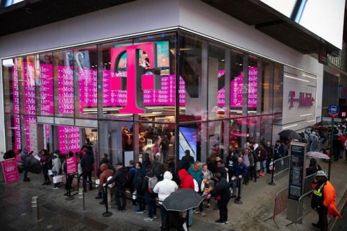 Earn even more than Apple Card's 3% cash back at T-Mobile