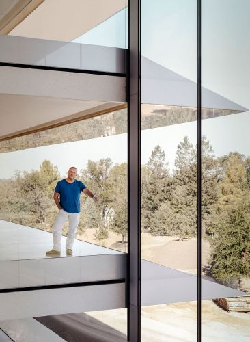 The Truth About Jony Ive is Likely Somewhere in the Middle