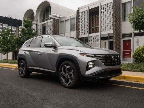 Hyundai's 2022 Tucson Hybrid is a charming and efficient crossover