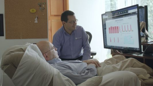 Data analyst with ALS types with his eyes to help modernize companies