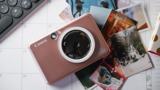 Click it and stick it with this instant camera from Canon
