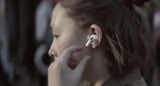 Apple Executive Hints at Using AirPods to Provide Users More Health Data