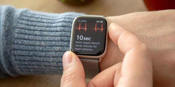 Apple surveys Apple Watch users on health features, mentions glucose monitoring