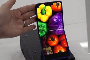 Flip phones' resurrection with foldable display may beat the Galaxy Fold or Mate X designs