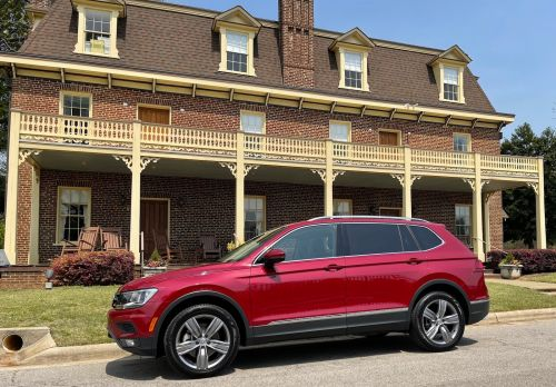 Review: 2021 Volkswagen Tiguan Adds Wireless CarPlay With Multi-Screen Support for Apple Maps Directions